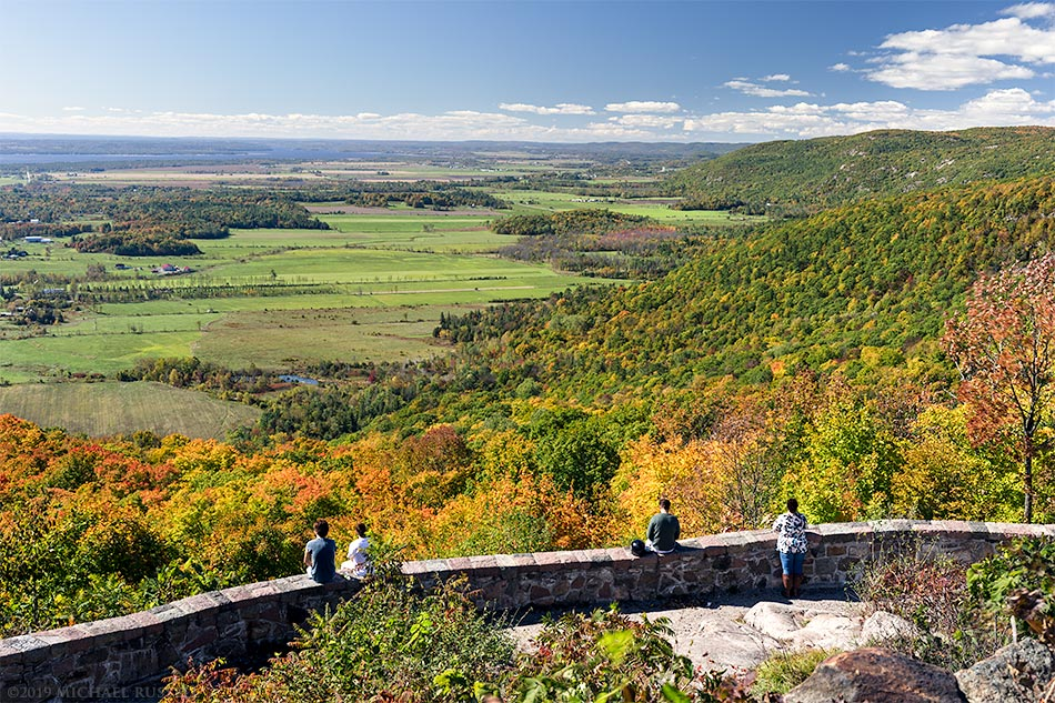 champlain lookout tourists gatineau park view
